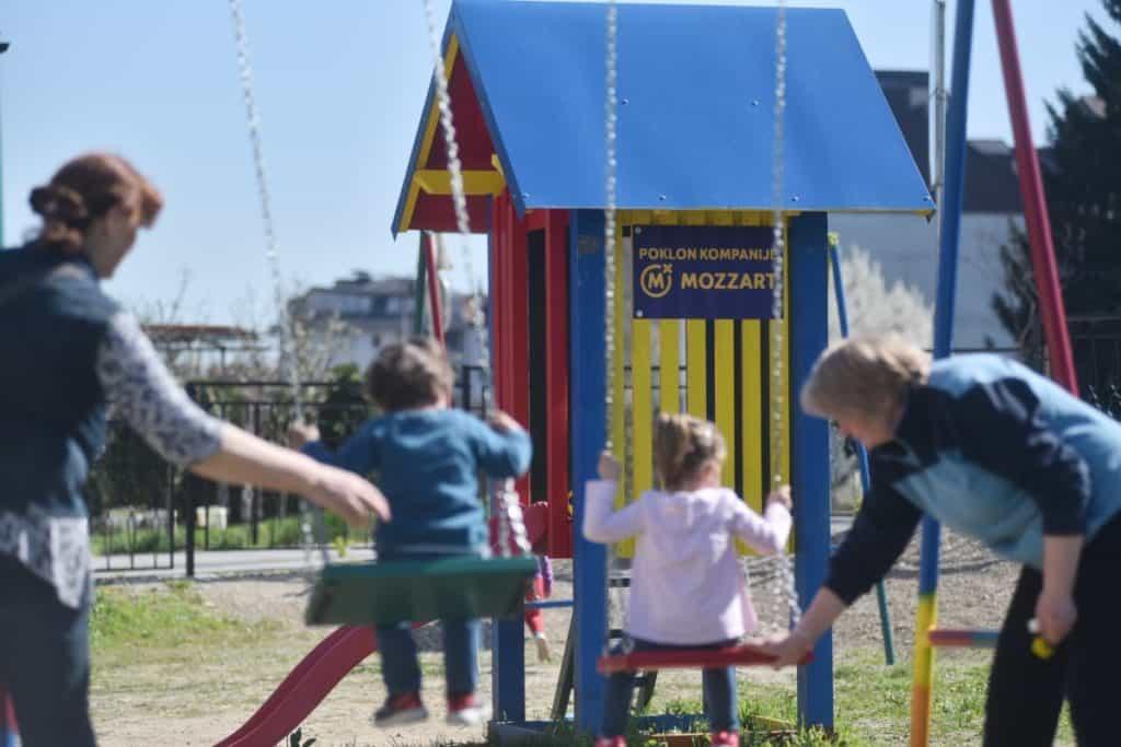 Najmlađi Banjalučani dobili novo igralište u porti crkve od Mozzarta