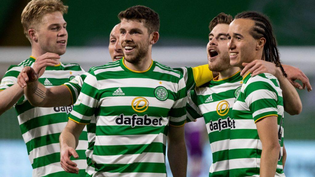 Zvezda u prvom planu, igraju Celtic i PSV